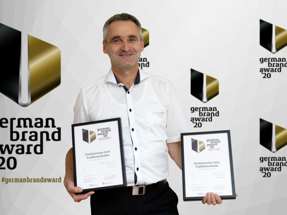 Thomas Kamm, Marketingleitung Fendt-Caravan präsentiert die Auszeichnungen